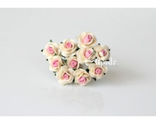 """розы """"Молочный + св. розовый в середине"""",  1 см, 10шт."""