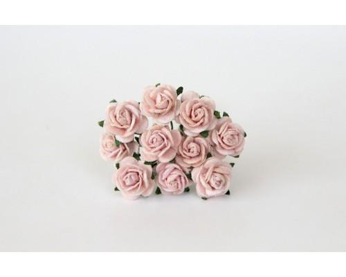 Розы светлые розово-персиковые 1,5 см, 10шт.