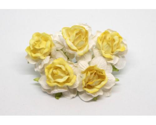 Кудрявые розы 4 см - Белый + св. желтая середина, 5 шт