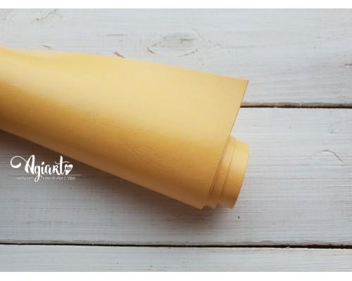 Кожзам, Бледно-желтый глянцевый 70*33 см. Италия